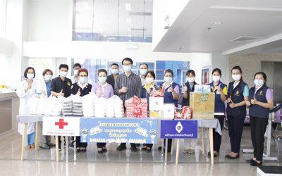 วันที่ 17 เมษายน 2564 แพทย์หญิงสุวรรณา ไชยชุมศักดิ์ นายกเหล่ากาชาดจังหวัดนนทบุรี พร้อมคณะฯ มาเยี่ยมและให้กำลังใจบุคลากรทางการแพทย์ และสนับสนุนอาหารสำหรับผู้ป่วยเชื้อโควิด 19