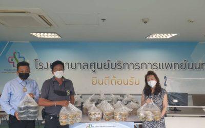 วันที่ 15 กันยายน 2564 'พระอาจารย์อ๊อด (วัดหูช้าง)' บริจาคข้าว+แกงจืดหัวไชเท้า จำนวน 100 ชุด ให้กับบุคลากรทางการแพทย์ และเจ้าหน้าที่โรงพยาบาลศูนย์บริการการแพทย์นนทบุรี