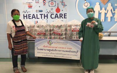 วันที่ 22 กันยายน 2564 คุณ ภคินัย ยิ้มเจริญ บริจาค ก๋วยเตี๋ยวเรือ จำนวน 140 ชาม และ เค้กกล้วยหอม จำนวน 115 ชิ้น ให้กับบุคลากรทางการแพทย์ และเจ้าหน้าที่โรงพยาบาลศูนย์บริการการแพทย์นนทบุรี